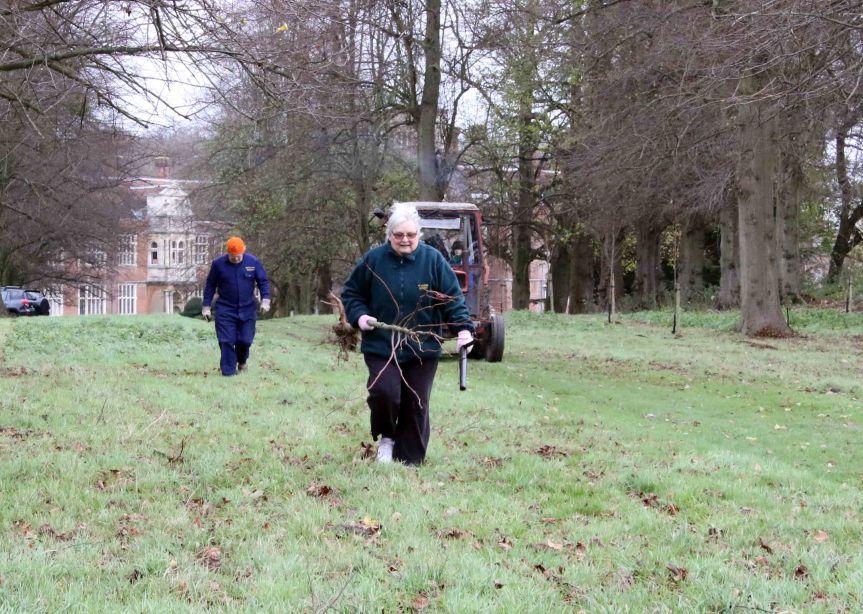 IMG 0701 Tree planting Cobham Hall 2015-11-28 c1e