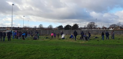 113127 Tree planting at Princes Park, Eastbourne 2018 12 09